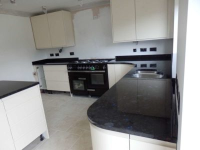 VolgaBlue-Jointless-Granite-Worktops-05-400x300