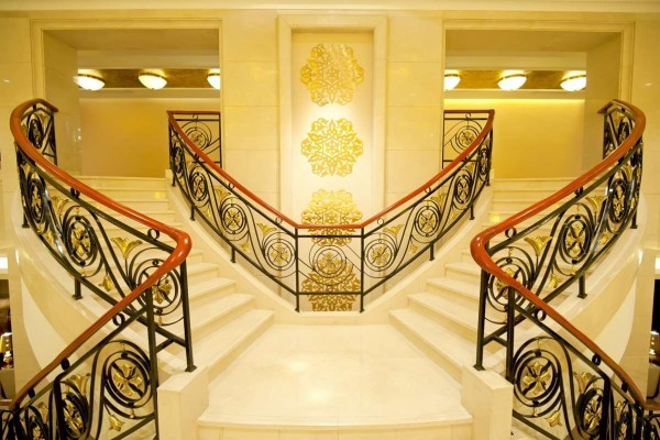 elegant-marble-staircases-600x400