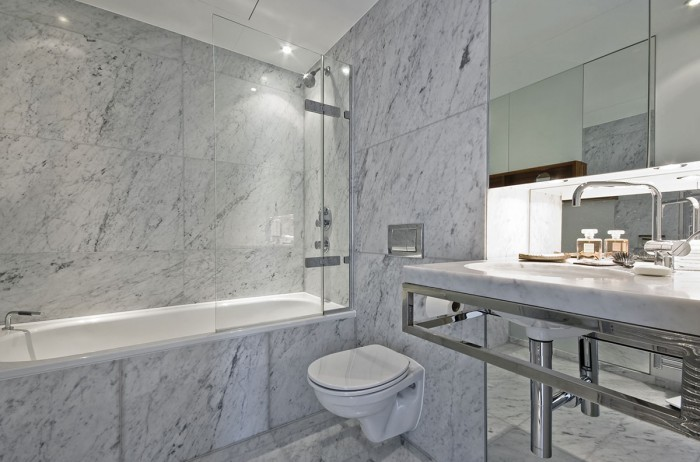 white-marble-bathroom-700x462